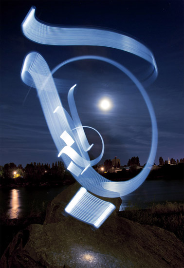 Celui qui voyage light calligraphy by Julien Breton